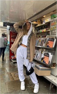 44 Magnificient Jacket Outfits Ideas To Wear Right Now Trendy Outfits Ideas Jacket Magnificient Outfits Wear Cute Lazy Outfits, Winter Fashion Outfits, Mode Outfits, Retro Outfits, Cute Casual Outfits, Look Fashion, Trendy Fashion, Sporty Fashion, Fashion Ideas