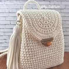 No photo description available. Crotchet Bags, Crochet Beach Bags, Knitted Bags, Crochet Bag Tutorials, Crochet Projects, Crochet Patterns, Crochet Handbags, Crochet Purses, Diy Crochet Basket