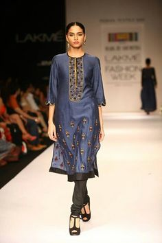 Shruti & Soumitra Collection At Lakme Fashion Week Kurti Embroidery Design, Embroidery Dress, Beaded Embroidery, Hand Embroidery, Indian Dresses, Indian Outfits, Ethnic Design, Catwalk Fashion, Lakme Fashion Week
