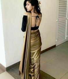 Indian Fashion Dresses, Dress Indian Style, Indian Wear, Trendy Sarees, Stylish Sarees, Sarees For Girls, Silk Saree Blouse Designs, Sari Blouse, Indian Beauty Saree
