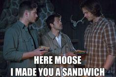 Misha is so short compared to Jared hehehe