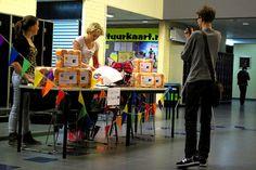 Verkoop van cake en wc-papier bij 10-minuten gesprekken op Lek en Linge te Culemborg  www.nicaraguabrigade.nl