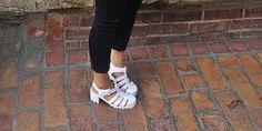 white jelly sandals outfits Jelly Shoes, Jelly Sandals, White Sandals, Adidas Sneakers, Footwear, Outfits, Addiction, People, Image