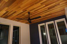 住み始めたら簡単には変えられないものが、床と天井だと考えたので、そこだけはこだわってデザインしました。 この天井はクロスではなく、本物の木を採用。我が家を特徴付ける最大のポイントかな、と思っています。我ながら良い選択でした。こういうことも出来るんですね。