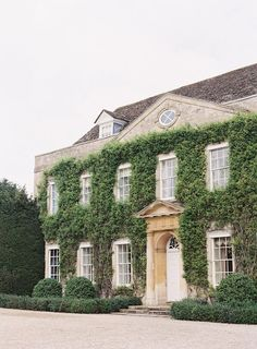 Inspiration for a country house wedding in the UK - the beautiful Cornwell Manor, Cotswolds. English Manor Houses, English House, English Cottages, Georgian Homes, English Countryside, English Country Manor, British Country, French Country, Country Estate