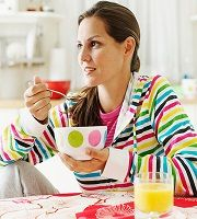 EatingCereal 95625982 Breakfast and Weight Loss: Studies Contradict the Correlation!