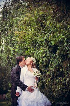 leaves #pattern wedding #photo Leaves, Wedding Dresses, Pattern, Fashion, Bride Dresses, Moda, Bridal Gowns, Fashion Styles, Weeding Dresses