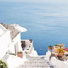 Santorini.   ⠀  @christinaageorge⠀  #santorini #greece