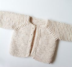 Jolyon cardigan, free pattern Baby sweater pattern by Handy Little Me. If you are a beginner knitter this pattern is perfect for you to practice the knitting basics.