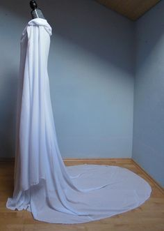 Great ideas and help for making a Galadriel's dress from the Hobbit, by seamstress-of-gondolin on tumblr.