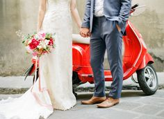 bride-groom-moped ht