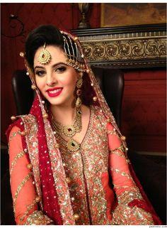 Pakistani Bride - Bride's Lengha by Rana Noman Pakistani Gowns, Pakistani Bridal Wear, Indian Bridal Fashion, Asian Fashion, Dulhan Dress, Desi Clothes, Indian Clothes, Bollywood Fashion, Bollywood Style