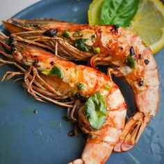 Today I share with you a recipe for king prawns a la plancha very simple to make. How to prepare grilled prawns? Cooking on the plancha is more practical than barbecue for grilling certain dishes such Prawn Recipes, Shellfish Recipes, Seafood Recipes, Grilling Recipes, Meat Recipes, Cooking Recipes, Healthy Recipes, Grilled Prawns, Comida Keto