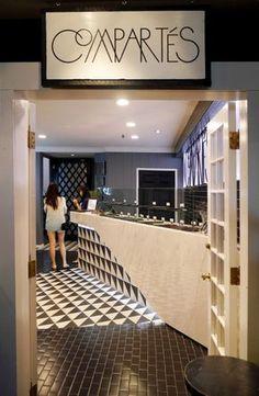 Molto bella l'idea di far scorrere la texture del pavimento sul banco vetrina ... ma ci vogliono clienti compiacenti!