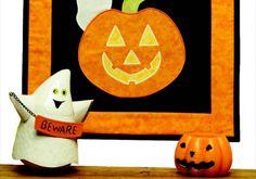 Jack's Ghostly Visitors Mini Halloween Wallhanging - pumpkin