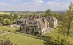 Prince Harry and Meghan Markle house-hunting in Cotswolds English Royal Family, English Manor, English Countryside, English Royalty, Meghan Markle House, Soho Farmhouse, Family Dining Rooms, Parents Room, Celebrity Houses