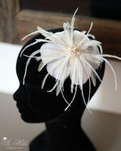 fascinator with feathers and cristal. Handmade in Paris Un bibi de plumes et perles personnalisé avec voilette