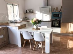 Cocina de estilo nórdico de @diariodeunareforma diariodeunareforma Photo And Video, Table, Furniture, Instagram, Home Decor, Nordic Style, Kitchens, Decoration Home, Room Decor
