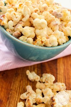 Vamos fazer uma Pipoca Gourmet para assistir uma série na televisão? Essa é Doce, vale a pena fazer em casa. Sweet Recipes, My Recipes, Favorite Recipes, Picnic Snacks, Almond Joy Cookies, Good Food, Yummy Food, Popcorn Recipes, Food Design