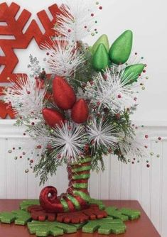 ce41b62b78c25164aa74cfeba516fdf7  Holiday centerpiece comes to life with arrangement of greenery, glitter fruit, poinsettias, and red berries. www.pinterest.com.    d52ff614bbe7468567d0ff4e64926207  Elegant arrangement. Recreate with red roses and green ribbons and baubles. Arrange roses in a round glass vase, fill in with ribbon and ornaments. www.pinterest.com.