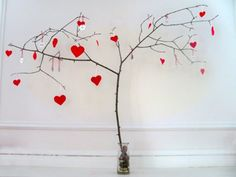Make a darling little heart tree decoration for valentines day!    #DIY #Hearts #Decoration