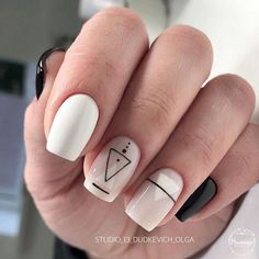 Geometric nail art designs look beautiful and chic on short and long nails. Geometric patterns in any fashion field are the style that fashionistas dream of. This pattern has been popular in nail art for a long time, because it is easy to create in n Classy Nails, Stylish Nails, Simple Nails, Trendy Nails, Minimalist Nails, Cute Acrylic Nails, Cute Nails, Nail Manicure, Gel Nails