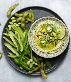 Probiere Edamame-Hummus jetzt bei FOOBY. Oder entdecke weitere feine Rezepte aus unserer Kategorie Vegane Rezepte.