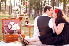 picnics are ALWAYS romantic...so why not try one for your engagement/couples session!