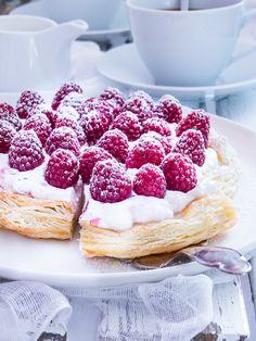 Also ein Leben ohne Kuchen ist möglich, aber Sinnlos! Ich kann ich mir mein Leben ohne süßes Gebäck nicht vorstellen.   Wie sehr Ihr d...