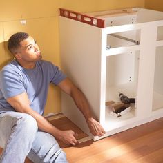 How to Install Cabinets Like a Pro — The Family Handyman How To Install Kitchen Island, Installing Kitchen Cabinets, Building Kitchen Cabinets, Kitchen Base Cabinets, Built In Cabinets, Painting Kitchen Cabinets, Diy Cabinets, Kitchen Flooring, Bathroom Cabinets