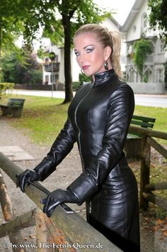 Black Leather Gloves, Black Leather Skirts, Crazy Outfits, Sexy Latex, Black Is Beautiful, Leather Fashion, Blond, Dominatrix, Women