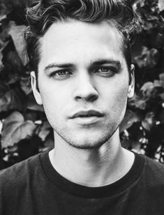 Alexander Calvert aka Jack (supernatural) OMG help he looks to good to be human The Cw, Twenty One Pilots, Vampire Diaries, Avatar, Alexander Calvert, Bad Picture, Supernatural Fans, Marvel, Misha Collins