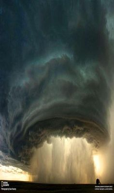 50 National Geographic Photos – Award Winning Photography Examples Stunning and Shocking Thunderstorm Photography All Nature, Science And Nature, Amazing Nature, It's Amazing, Beautiful Sky, Beautiful Places, Nature Pictures, Cool Pictures, Wild Weather