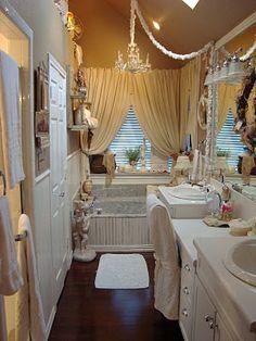 I love this bathroom, snug and elegant.