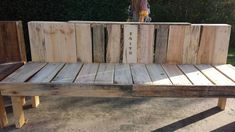 This is my new outdoor pallet bench made today with repurposed pallets! Pallet Lounge, Diy Pallet Sofa, Diy Pallet Furniture, Diy Pallet Projects, Pallet Ideas, Pallet Benches, Woodworking Projects, 1001 Pallets, Recycled Pallets