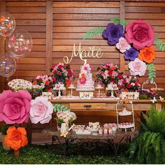 baby shower ideas for girls and boys. Baby shower decorations and baby shower decor Baby Shower Prizes, Baby Shower Favors, Baby Shower Themes, Baby Shower Invitations, Baby Shower Gifts, Shower Ideas, Baby Shower Centerpieces, Baby Shower Decorations, Baby Shower Garland
