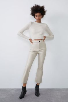 High waist leggings with an elastic waist. False pockets on the front and back, flared hems and zip fly and snap-button fastening. HEIGHT OF MODEL: 177 cm. Leather Pants Outfit, Faux Leather Leggings, Trousers Women, Pants For Women, Lederhosen Outfit, Floral Pants, Mannequin, Cropped Pants, Leggings Are Not Pants