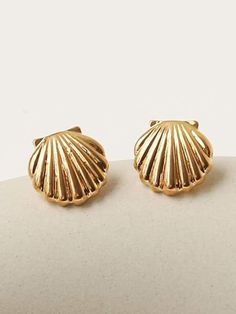 Vintage Earrings, Gold Earrings, Retro Vintage, Vintage Style, Knobs And Pulls, Studs, Shells, Vintage Fashion, Bling