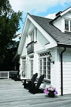 Love the windows and the porch ~