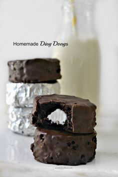 A chocolate-y gluten-free vegan cake stuffed with coconut whipped cream, THEN covered in nondairy chocolate. These homemade ding dongs are sure to please! Vegan Treats, Vegan Desserts, Just Desserts, Yummy Treats, Delicious Desserts, Sweet Treats, Dessert Recipes, Vegan Recipes, Cat Recipes