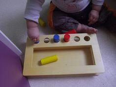Boîte d'imbucare avec petits cylindres colorés