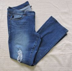 """Rose's pants. These aren't """"cool pants"""": they're old, loose-fitting, and generic brand. She likely picked them up at a thrift store at a great price"""