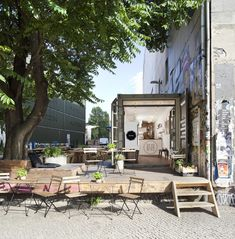 Enjoy some guilt-free al fresco dining at Berlin's healthy food alternative...  http://www.weheart.co.uk/2014/06/30/till-the-cows-come-home-berlin/