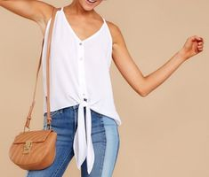 Sihblog - BLUSA DE AMARRAR NA FRENTE Look Do Dia, Ootd, Beautiful Blouses, Sewing Clothes, Dress Outfits, Tank Tops, Camisole Top, Fashion, Selfie