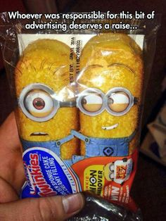 Funny pictures about Minion Twinkies Design. Oh, and cool pics about Minion Twinkies Design. Also, Minion Twinkies Design photos. Minions Love, My Minion, Minion Food, Minion Rush, Minions Images, Minions Minions, Street Marketing, Guerrilla Marketing, Guerrilla Advertising