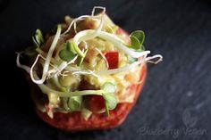 fingerfood-süßkartoffel-taler-mit-guacamole-und-sprossen-vegan