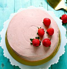 World's best Keto Strawberry cake cupcakes or layer cake with strawberry cream cheese frosting. via World's best Keto Strawberry cake cupcakes or layer cake with strawberry cream cheese frosting. Strawberry Simple Syrup, Strawberry Spinach, Strawberry Cake Recipes, Strawberry Cream Cheese Frosting, Coconut Pecan Frosting, Roasted Strawberries, Strawberries And Cream, Fried Corn Recipes, Small Cake
