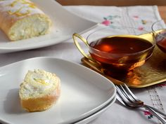 Kleine Biskuitrolle mit Zitronenjoghurt [ca 1/3 Backblech] Cooking On A Budget, French Toast, Pudding, Sweets, Breakfast, Desserts, Food, Budget Cooking, Bakken