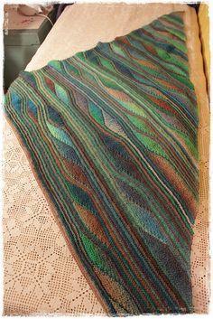 Ravelry: Project Gallery for Colourwaves pattern by Diane Schneider kurze Reihen Colourwaves Knitting Short Rows, Knitting Stitches, Knitting Patterns Free, Knitting Yarn, Crochet Patterns, Puff Stitch Crochet, Crochet Coat, Filet Crochet, Crochet Shawl