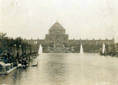 Festival Hall and the Terrace of States seen from the Grand Basin at the 1904 World's Fair. ©Missouri History Museum